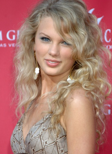 It S Been 10 Years Since Taylor Swift Debuted With Tim Mcgraw Natasha S Gossip Column